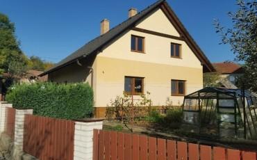 Nabízíme k prodeji rodinný dům 4+1 v obci Pozlovice (4)