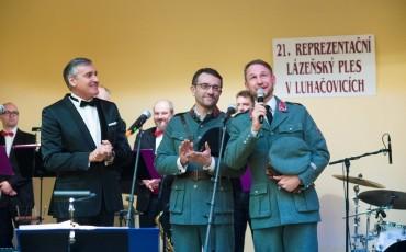 Ples zahajil generalny riaditel Kupelov Luhacovice, a. s. Eduard Blaha spolocne s Janom Souckom, riaditelom TS Brno Ceskej televizie