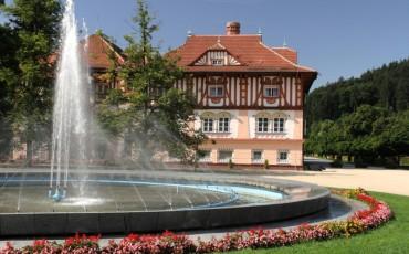 LL-Jurkovičov dom s fontánou
